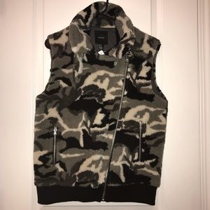 NWT Forever 21 Grey Camo Fleece Vest